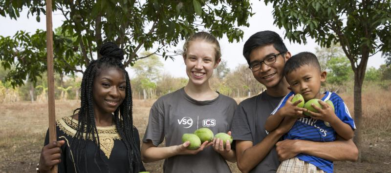 ICS volunteers Tania, Luna & Keira pick mangos with the children in their host home garden