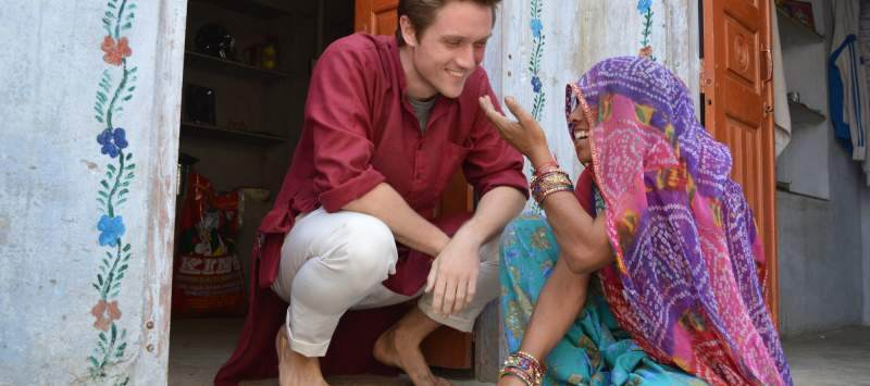 Host mother Sampal teaches Pravah ICS UK Team Leader Ollie Brenig-Jones to cook puri, an Indian bread