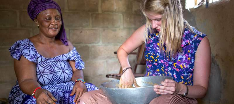 UK volunteer with Senegalese host mum